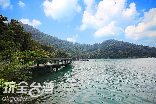 步行其上,可以輕鬆欣賞180度的湖面全景/玩全台灣旅遊網攝