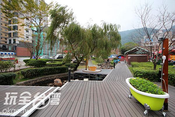不僅僅只有泡湯,公園內規劃完善,有個是以溫泉為主題的裝置藝術  。/玩全台灣旅遊網攝