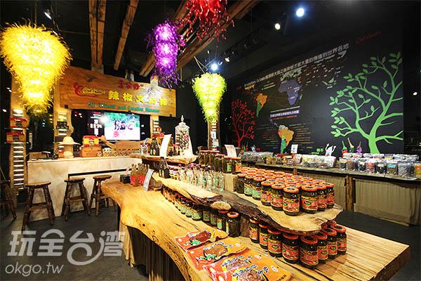 各式各樣的辣椒商品讓人目不暇給/玩全台灣旅遊網攝