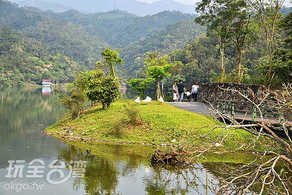 綠意盎然的龍潭湖是早期十二勝景之一!/玩全台灣旅遊網特約記  者吳明倫攝