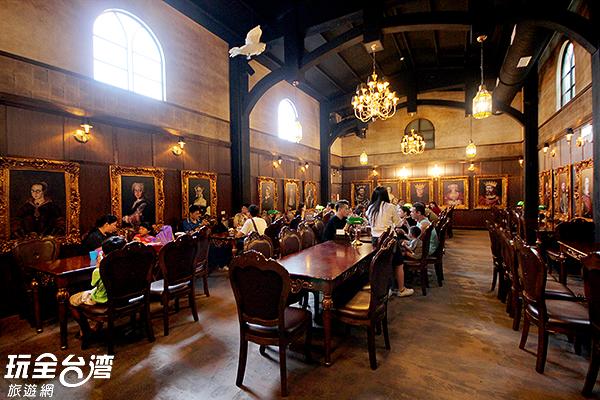 在魔法餐廳內用餐期待哈利會突然推開大門進來/玩全台灣旅遊網  攝