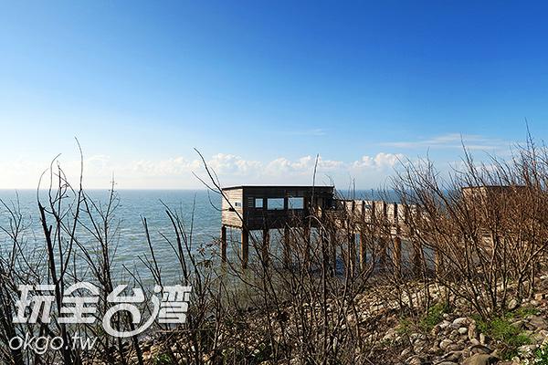 黃昏時分,看向海的那邊可以看見茵紅黃昏/玩全台灣旅遊網攝