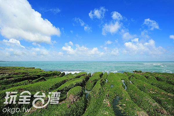 每年春季約四、五月這裡會有令人嘆為觀止的綠石槽海岸景觀/玩全台灣旅遊網攝