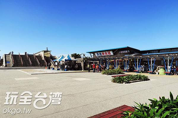 參觀完燈塔,還可以到一旁的王功漁港品嚐道地海鮮喔/玩全台灣旅遊網攝