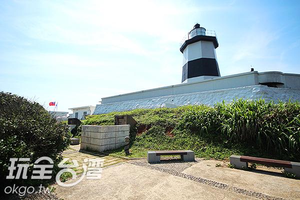 「富貴角燈塔」是台灣最北端的燈塔/玩全台灣旅遊網攝