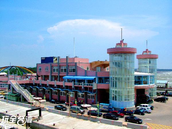 以龍蝦造型為主體的觀光漁市建築/玩全台灣旅遊網攝