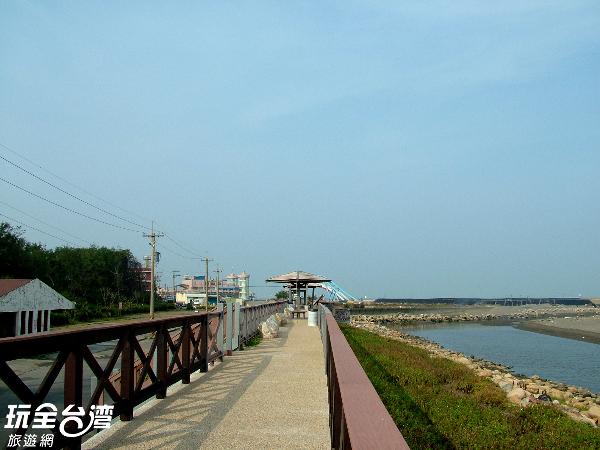 公園內設置了觀景步道,可以愜意的沿著步道欣賞海景/玩全台灣旅遊網攝