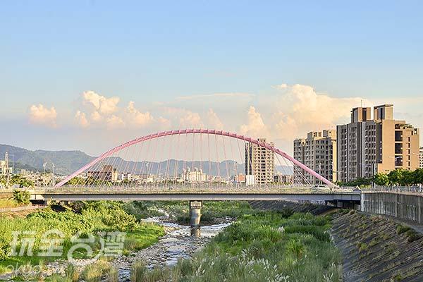 橫跨大里溪/玩全台灣旅遊網特約記者陳健安攝