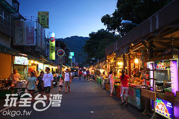 內灣老街遊客絡繹不絕,非常熱鬧/玩全台灣旅遊網攝 文章