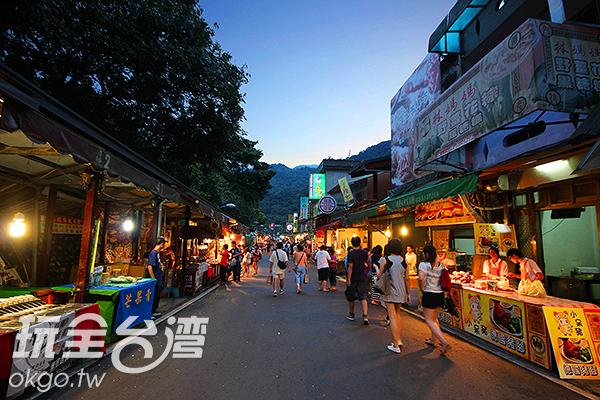 內灣老街有許多在地特色商家/玩全台灣旅遊網攝