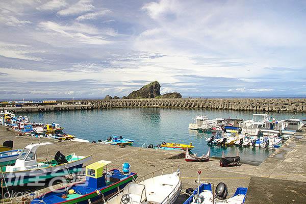 左側便是交通船靠泊的碼頭/玩全台灣旅遊網特約記者陳健安攝