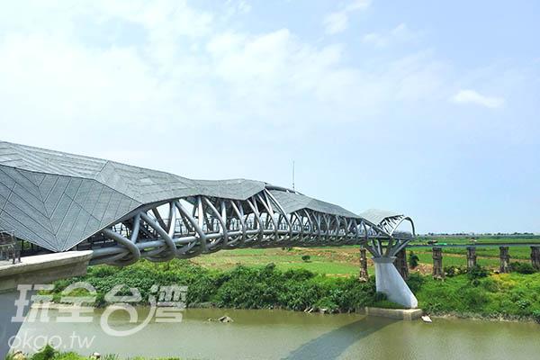 原為復興鐵橋,經整修後賦予了守護的意義。/玩全台灣旅遊網特約記者Joe鄭攝