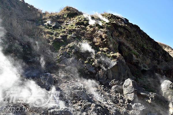 不僅可以泡到溫泉,也可以到七星山上看看火山的特殊景色唷!/玩全台灣旅遊網特約記者吳明倫攝