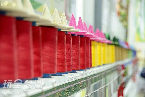 每一條緞帶皆由一條條紗線所織成/玩全台灣旅遊網特約記者陳健安攝