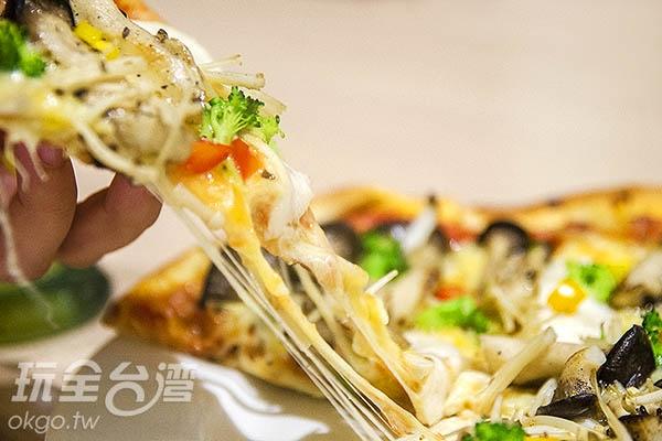 滿滿香菇配料,起司也是毫不手軟/玩全台灣旅遊網特約記者陳健安攝
