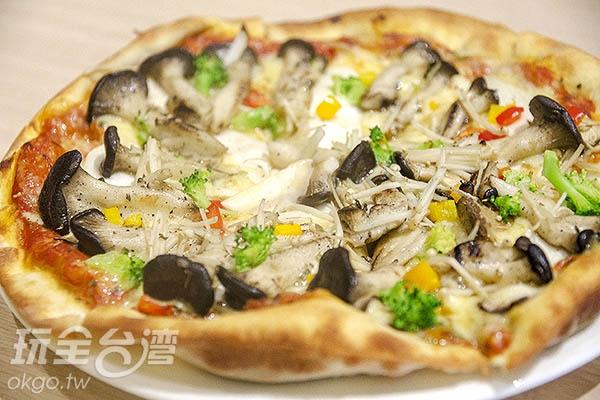 早上遊玩中餐可選擇火鍋,下午遊玩則品嘗蘑菇披薩/玩全台灣旅遊網特約記者陳健安攝