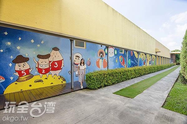 特別請到彰化藝術高中美術班繪製彩繪牆/玩全台灣旅遊網特約記者陳健安攝