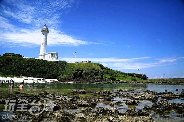 被礁岩包圍而成的燈塔潟湖(燈塔星沙沙灘),擁有相當豐富的自然生態。/玩全台灣旅遊網特約記者阿辰攝