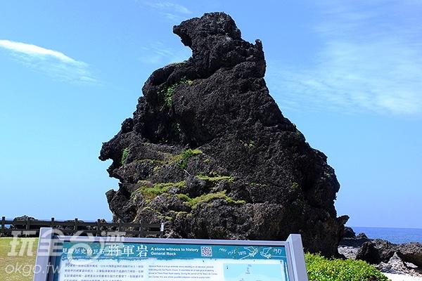 不由得讚嘆起大自然的鬼斧神工,越靠近這塊宛如將軍的巨石越能感受其不凡氣勢。/玩全台灣旅遊網特約記者阿辰攝