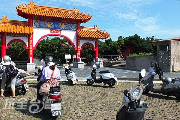 「觀音洞」亦是遊客環島途中定會經過的祈福勝地,至今香火綿延鼎盛。/玩全台灣旅遊網特約記者阿辰攝