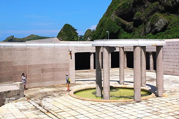 亞洲第一座人權紀念碑設立於綠島的公館村,當時白色恐怖時期已留下了不可抹滅的歷史傷痕。/玩全台灣旅遊網特約記者阿辰攝