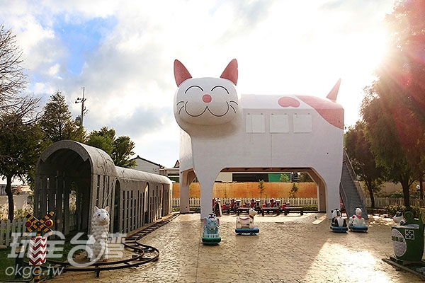 板陶窯裡的貓咪車站與迷你小火車鐵道自2015年初完工以來,已成為熱門拍照打卡點之一/玩全台灣旅遊網特約記者蔡忻容攝