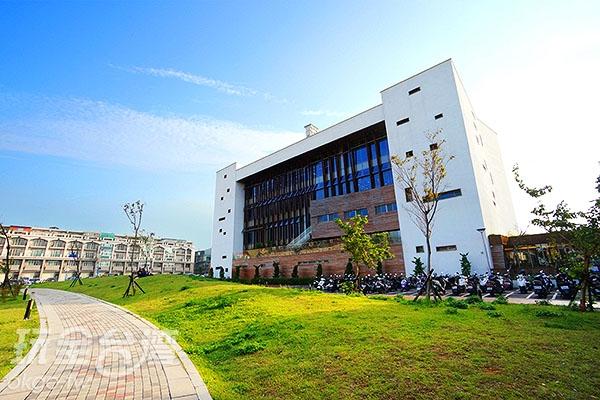 圖書館北側/玩全台灣旅遊網特約記者小綠攝