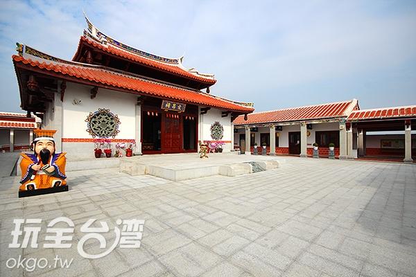 內部設有文昌祠,在祠外更有Q版文昌君公仔,結合傳統與創新/玩全台灣旅遊網攝