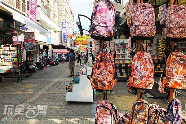 普遍平價又多樣化的潮流商品滿足年輕消費族群的需求。/玩全台灣旅遊網特約記者阿辰攝