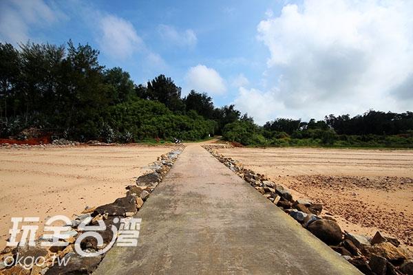 曾為重要軍事地的海灘美不勝收/玩全台灣旅遊網攝