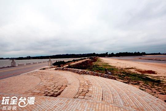 慈湖景觀台可欣賞到許多鳥類蹤跡/玩全台灣旅遊網攝