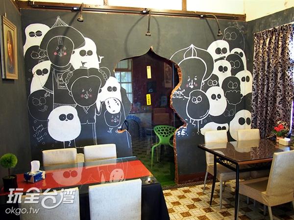 邊喝咖啡還有殭屍陪你一起看書唷!/玩全台灣旅遊網特約記者許志模 攝