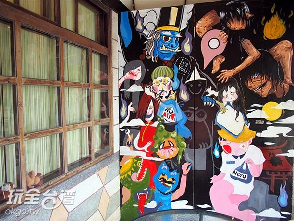 在咖啡屋裡空間內畫滿了鬼怪插圖,顛覆傳統的恐怖感覺,反而增添了Q版的可愛氣息/玩全台灣旅遊網特約記者許志模 攝