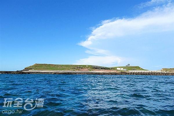 目前為無人島的姑婆嶼島上有一座紀念船難的紀念碑/玩全台灣旅遊網特約記者Ming攝
