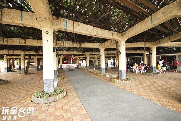 古榕是守護居民的神木,更是大家增進情感的好去處/玩全台灣旅遊網攝