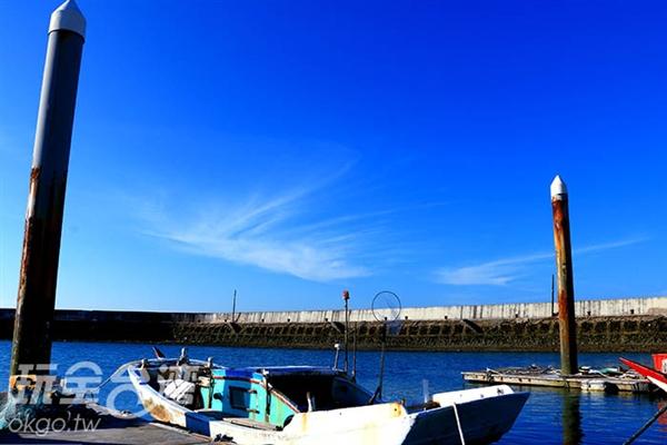 中心前廣場可以看見漁船停靠/玩全台灣旅遊網特約記者張宗雁攝