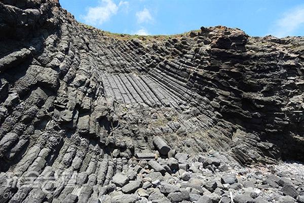 靠近可清晰看見各種狀態的玄武岩/玩全台灣旅遊網特約記者Ming攝