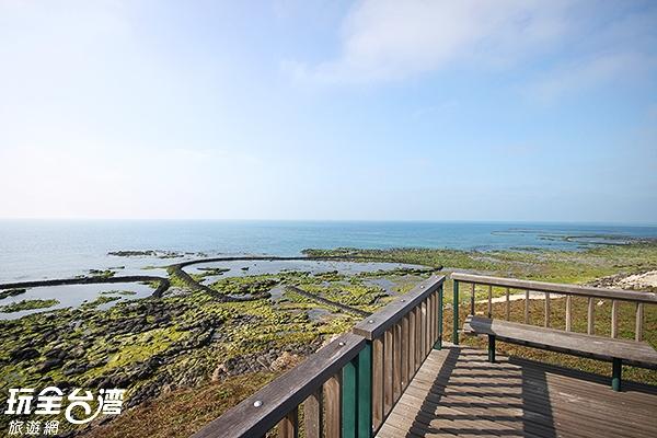 海岸邊還有石窟可以讓人欣賞/玩全台灣旅遊網攝
