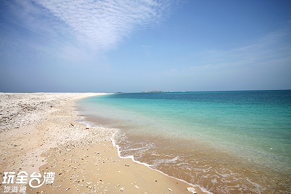 數於無人島的澎澎灘是近期才出現的新生珊瑚礁島/玩全台灣旅遊網攝