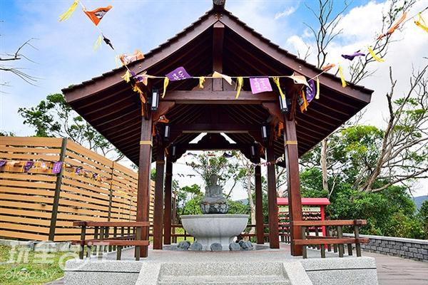 公園內有許多充滿日式氣息的建築讓旅人駐足欣賞/玩全台灣旅遊網特約記者吳明倫攝