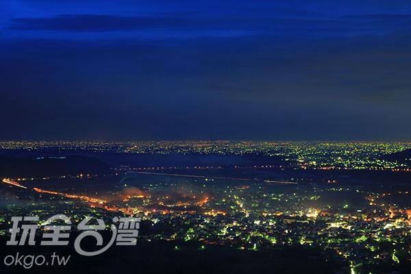 在這裡白天可遠眺平原晚上可見炫爛夜景/玩全台灣旅遊網攝