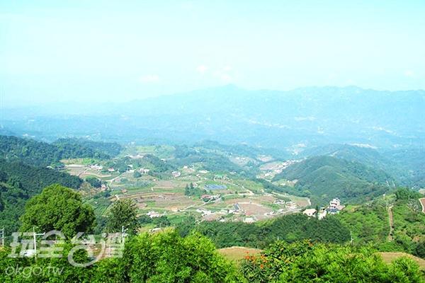 登上觀景平台後視野變得更加開闊了!/玩全台灣旅遊網攝