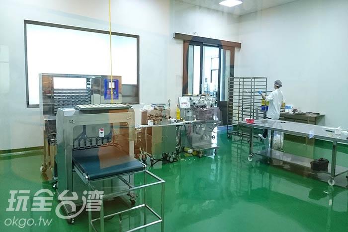 三樓是金磚製造所,主要是負責生產鳳梨酥,可透明清楚看見製作過程/玩全台灣旅遊網特約記者蔡忻容攝