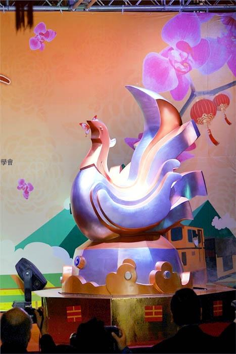 主燈以雞為意象創造出吉鳴雲揚的主題/雲林燈會主辦單位提供