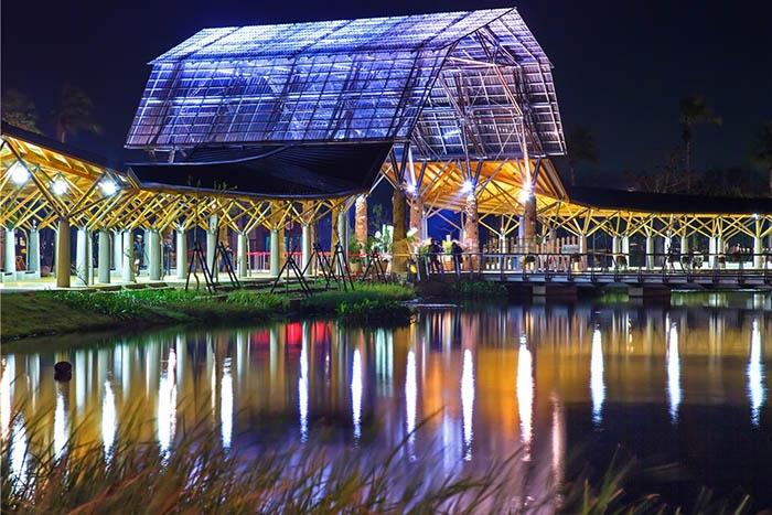農博燈區在夜晚更顯美艷/雲林燈會主辦單位-林德龍提供