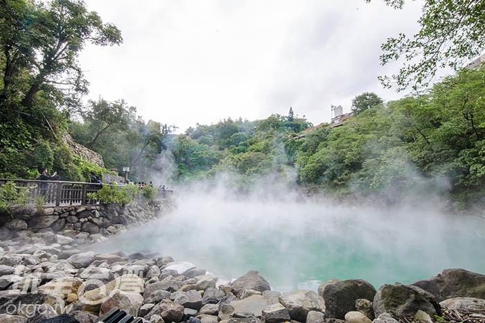 隨著蒸氣冉冉上升,將地熱谷鋪上一層面紗/玩全台灣旅遊網特約記者陳健安攝