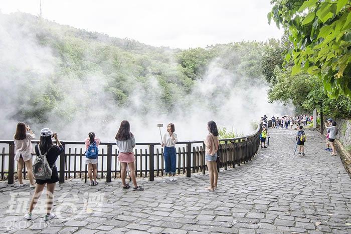 不論駐足、拍照,大家都被這奇景給吸引/玩全台灣旅遊網特約記者陳健安攝
