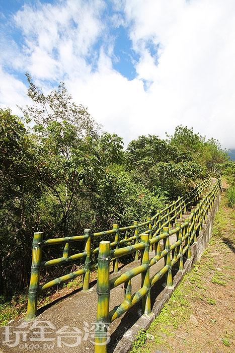 沿途也有設置步道讓旅人健行/玩全台灣旅遊網攝