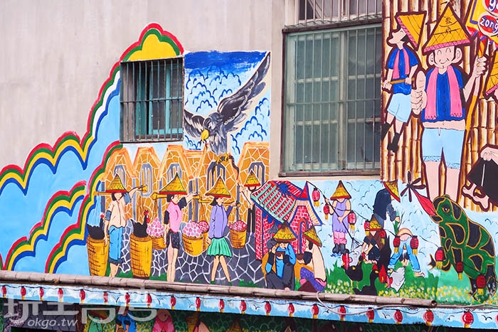 義民爺是客家人最為重要的信仰之一,因此描述客家重要節慶-義民祭的彩繪當然不可錯過囉。/玩全台灣旅遊網特約記者smallting攝