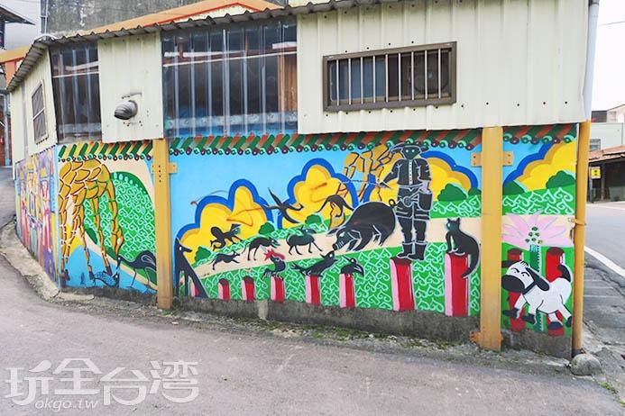 美麗的彩繪就位於路旁,千萬注意小心安全唷!/玩全台灣旅遊網特約記者smallting攝